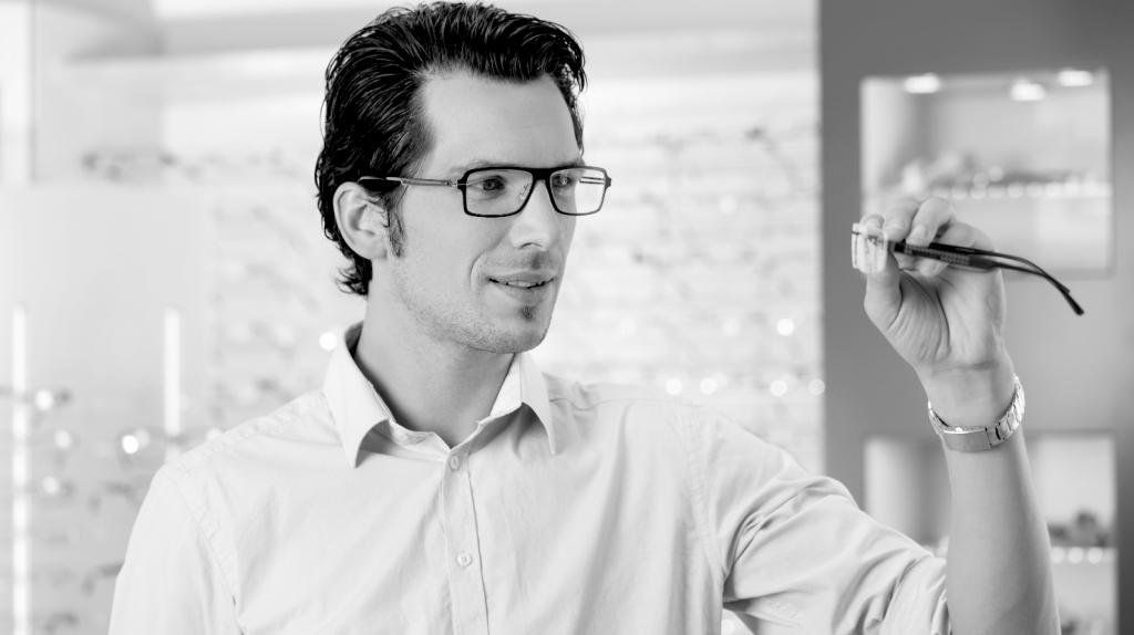 Optiker-Krauss-Berlin-Prismenbrille-Spezialist-Winkelfehlsichtigkeit-Richtig-Sehen-Schielen
